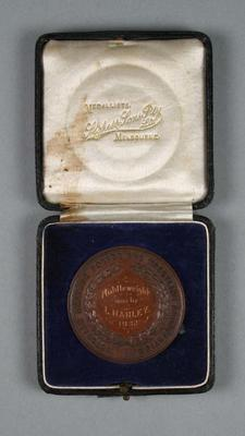 Medal, Victorian Amateur Boxing and Wrestling Association Middleweight 1932; Trophies and awards; Civic mementoes; 1990.2243.9