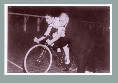Negative of Dunc Gray at start of 1932 Olympic Games 1000m time trial