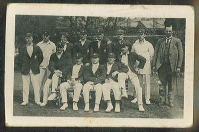 Trade card featuring Yorkshire cricket team c1922