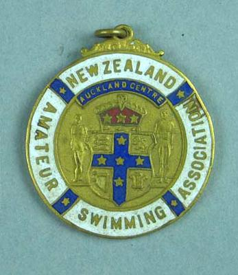 New Zealand Amateur Swimming Association medallion, presented to Les Phillips 1961; Civic mementoes; 1987.1630.4