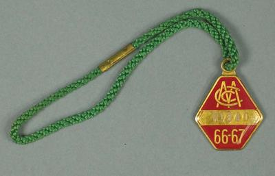 Restricted membership medallion issued by the MCC for season 1966/67; Trophies and awards; M15618