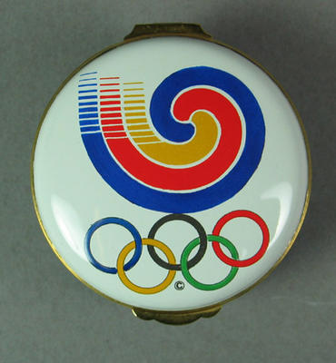 Box with image of 1988 Olympics logo & rings