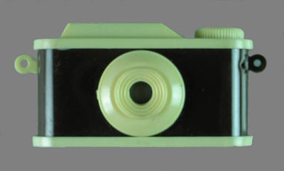 Toy camera, used to view images of Melbourne c1956