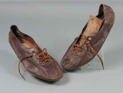 Pair of running shoes worn by Winsome Cripps, made by Hope Sweeney; Clothing or accessories; 1998.3394.158