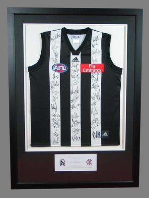 Collingwood Football Club guernsey autographed by the 2007 Collingwood Football Club team.