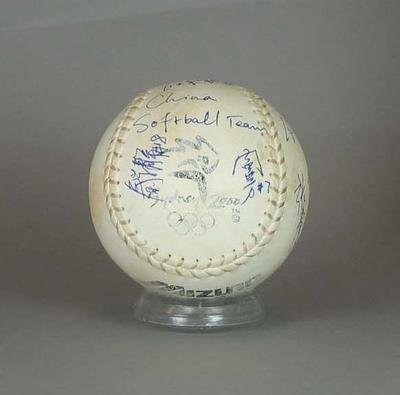 Used match softball signed by Chinese Softball team, 2000 Sydney Olympic Games