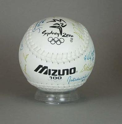 Unused official Mizuno matchball signed by Australian bronze medal-winning team, 2000 Sydney Olympic Games