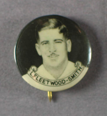 Badge with image of Leslie Fleetwood-Smith, 1934