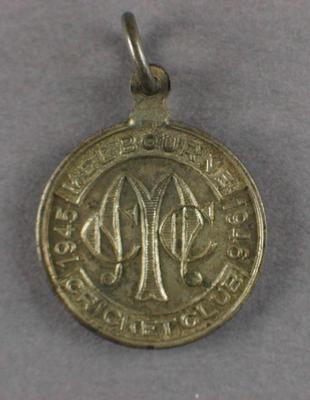 Melbourne Cricket Club country membership badge, season 1945/46