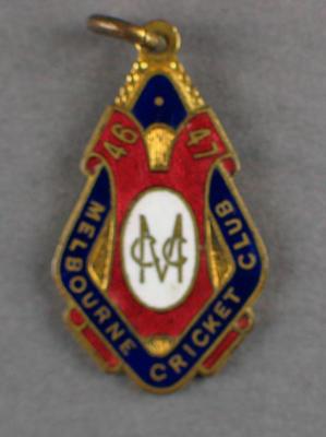 Melbourne Cricket Club country membership badge, season 1946/47