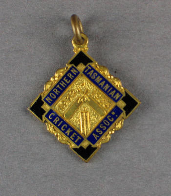 Membership badge, Northern Tasmanian Cricket Association - season 1932/33