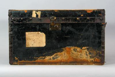 Wooden travelling trunk, used by John Blackham; Personal effects; 1988.1905.8
