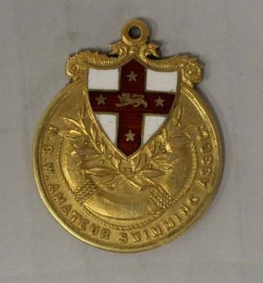 Gold medal awarded to Richmond 'Dick' Eve, men's high dive, New South Wales Amateur Swimming Association (NSWASA) Swimming Championships, 1922; Trophies and awards; 2015.2.20