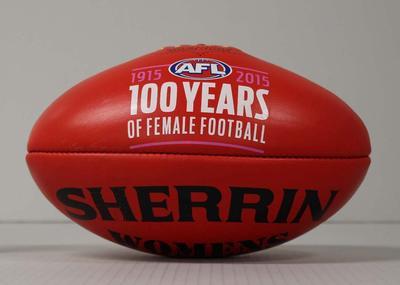 Match football, Melbourne v Western Bulldogs (women's football), Melbourne Cricket Ground, 2015
