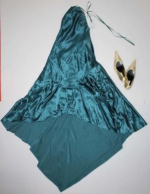 Outfit worn by Kelly Tisdale, Brownlow Medal dinner, 2005