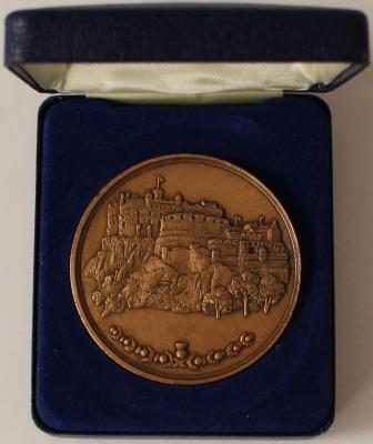 Commemorative participation medal presented to Margot Foster for the 1986 Edinburgh Commonwealth Games.