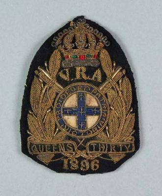 Bullion badge awarded to W Williams, VRA Queen's Thirty 1896