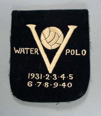 Blazer pocket - Waterpolo, letter 'V', 1931-1940  and ball - embroidered on pocket