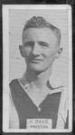 1933 W D & H O Wills Footballers Harry Davie trade card